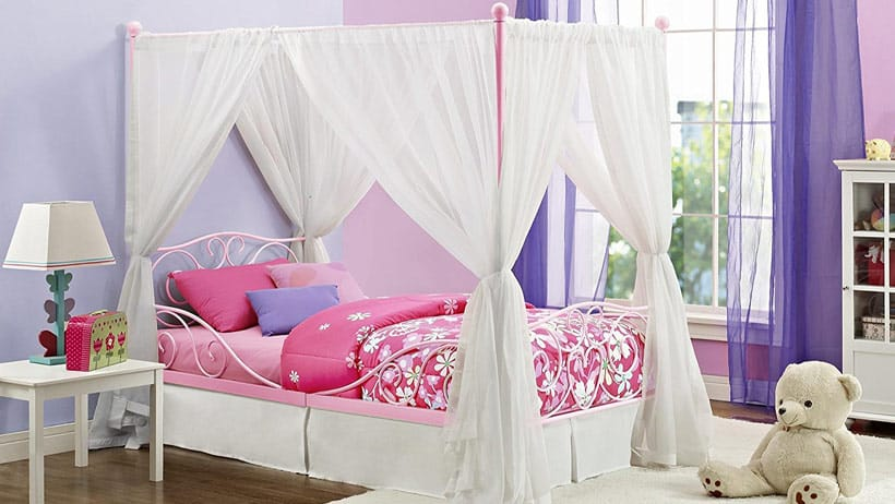 little-girl-canopy-bed