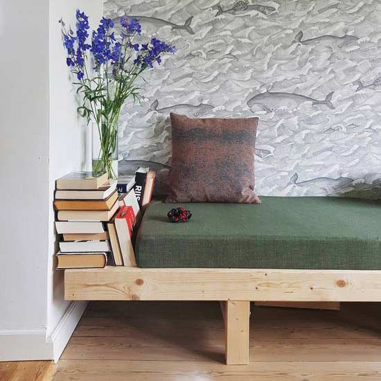 diy-book-daybed