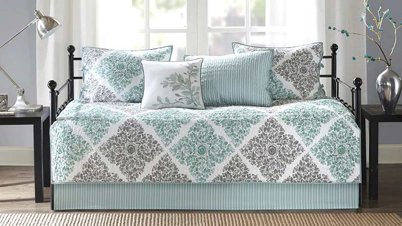 do-daybeds-need-special-bedding