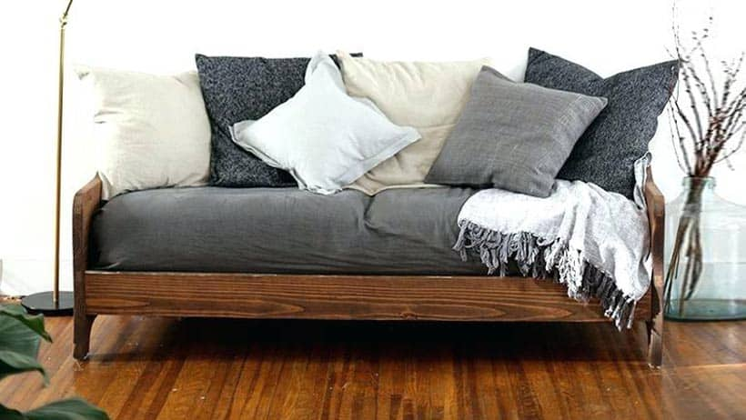 how-to-make-a-daybed-look-like-a-couch
